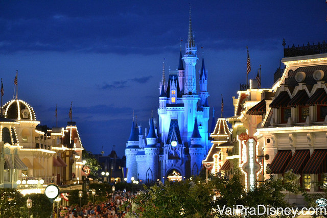 Impossível não se emocionar ao entrar no parque e caminhar em direção ao castelo