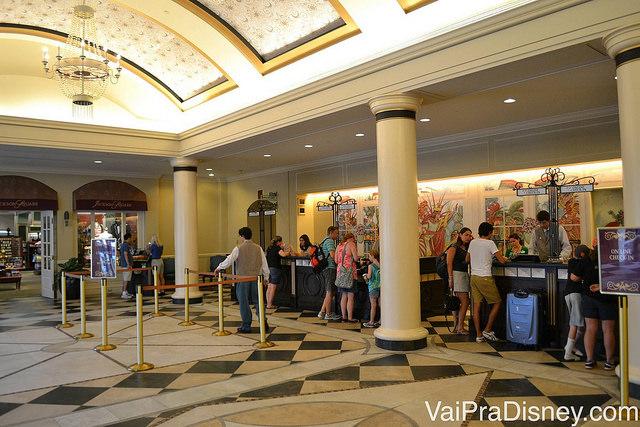 Recepção do French Quarter. Check in um pouco demorado, seguindo o padrão de qualidade (e um pouco de enrolação) da Disney