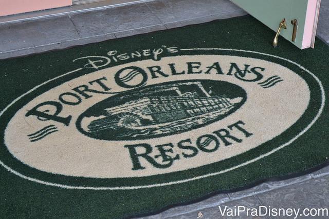 Tapete na entrada do Port Orleans French Quarter, uma experiência incrível