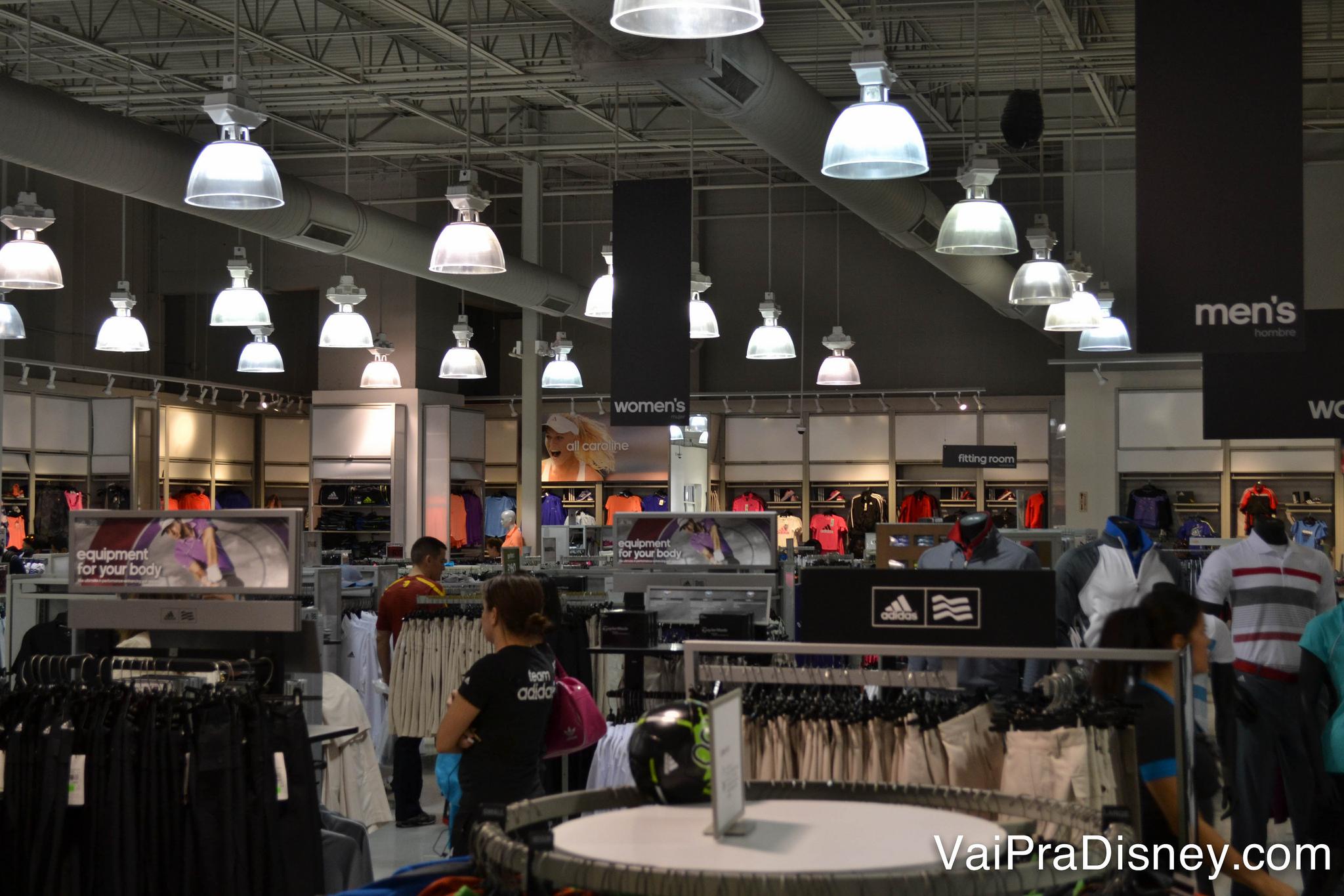 As lojas esportivas como Nike e Adidas também sempre fazem sucesso, principalmente na parte de tênis, que são BEM mais baratos do que no Brasil.