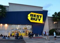 Best Buy que fica em frente ao shopping Mall at Millenia. Uma das mais lotadas de Orlando
