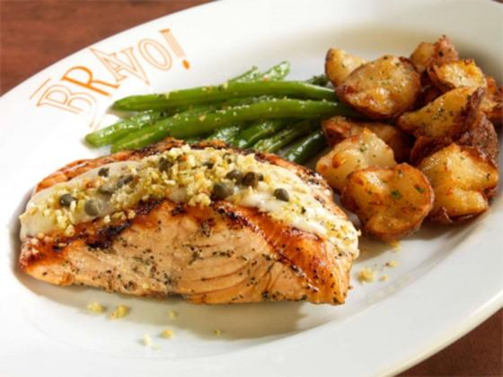 O Bravo! tem opções para todos os gostos, desde os pratos mais ricos até os mais leves. Eles tem um menu light e um menu sem glúten para que não quer perder a balança de vista durante a viagem.