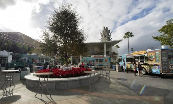 Foto do estacionamento dos food trucks no Disney Springs