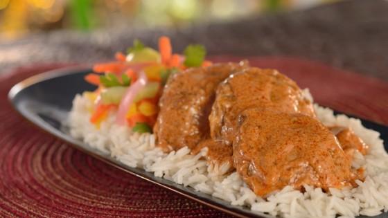 Foto do prato com arroz e frango servido no Namaste Cafe