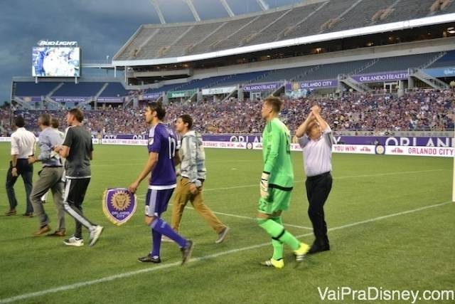 Foto dos jogadores entrando em campo!