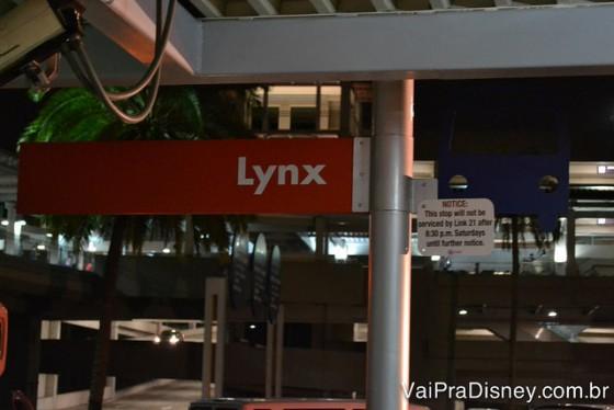 Ponto do Lynx do lado de fora da Universal. Prepare-se para horas no trajeto.