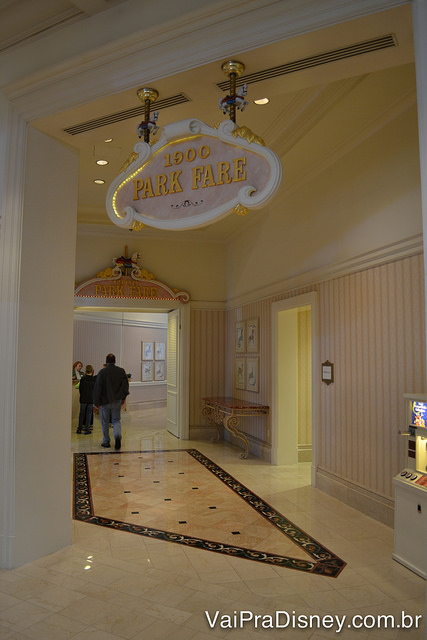 Entrada do 1900 Park Fare no Grand Floridian
