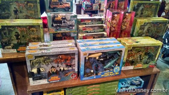 Foto de alguns dos produtos vendidos na loja do Rainforest Cafe.