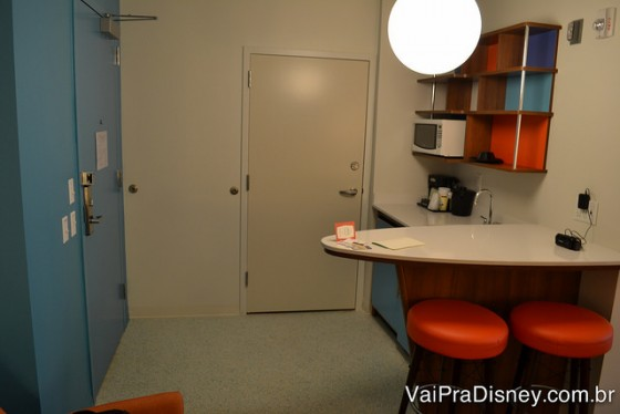 Porta para conjugar dois apartamentos se a família for muito grande.