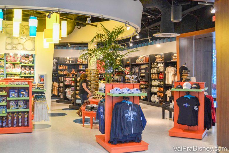 Foto da ojinha de souvenirs da Universal dentro do Cabana Bay, com produtos dos parques