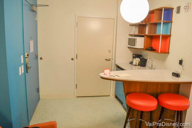 Porta para conjugar dois apartamentos se a família for muito grande na Suíte Familiar, ao lado da mini cozinha