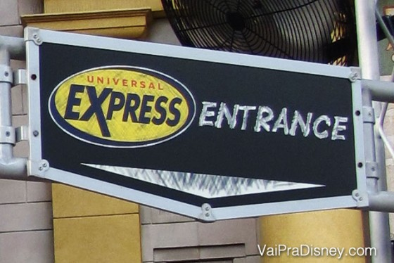 Entrada do Express Pass na montanha russa da Múmia no Universal Studios. Como esse fura fila é pago, só recomendo em épocas muito cheias, ao contrário do fastpass+ da Disney que é gratuito e por isso é sempre recomendável usar.