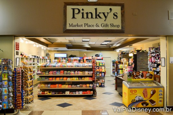 Foto da lojinha na recepção do Holiday Inn Lake Buena Vista, a Pinky's