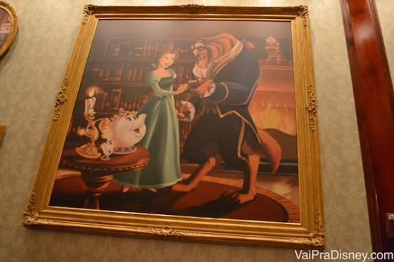 Detalhes da decoração do restaurante. Foto de um quadro com a Bela e a Fera