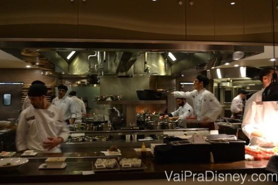 Mais da cozinha aberta do restaurante. Amo assistir o trabalho deles.