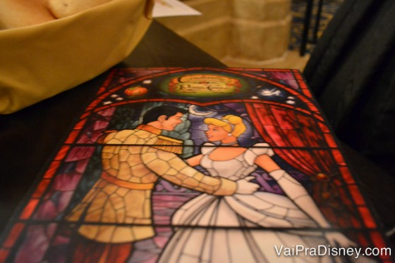 Parte de trás do cardápio do Cinderella's Royal Table, Super bonitinho.