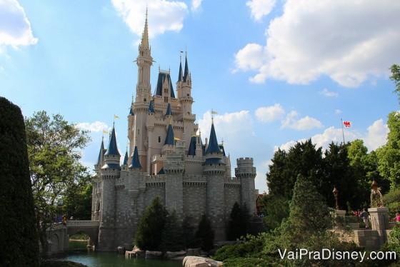 Quem não quer comer no castelo da Cinderela?<br /> obs: a Cati além de conseguir reserva em restaurantes difíceis tira as fotos mais lindas! Essa foi ela que tirou e fez o maior sucesso no nosso instagram! Vou querer ela com a gente em Orlando sempre! :)