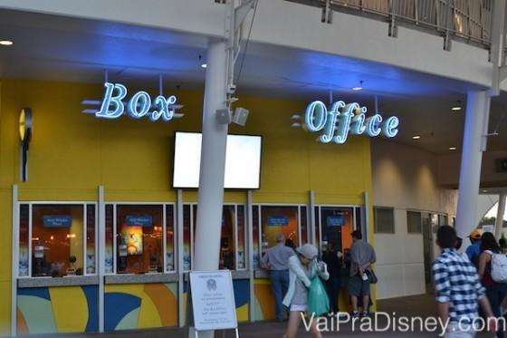Se você tiver um surto de espontaneidade enquanto estiver em Downtown Disney, pode parar na bilheteria e comprar seu ingresso para o Cirque du Soleil lá mesmo.