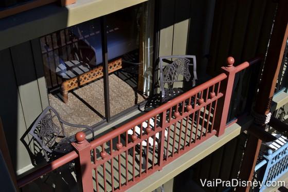 A varandinha dos quartos é assim. Se você ficar descansando por ali, logo vai ver os animais passando.
