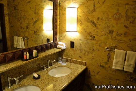 Detalhes da decoração do banheiro.