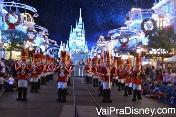 Foto da parada de Natal do Magic Kingdom