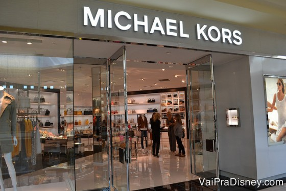 Michael Kors, Abercrombie, Pandora, Aeropostale e muitas outras lojas também são encontradas lá.