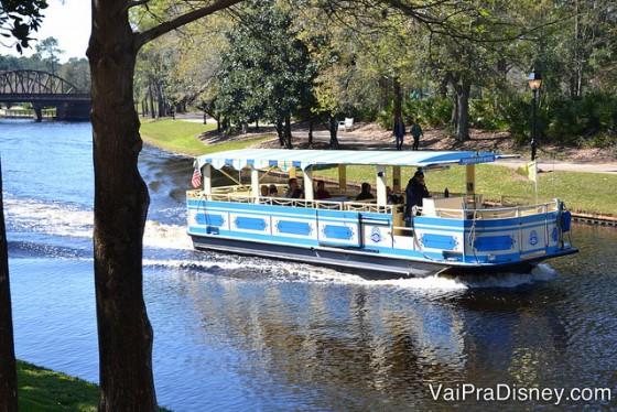 Você pode ir de barquinho até Downtown Disney.