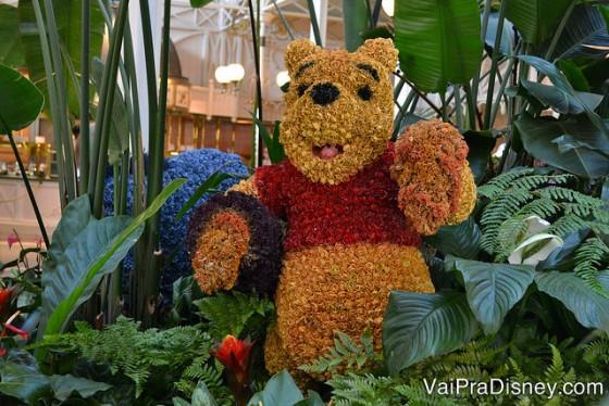 Foto da montagem de plantas nos formatos dos personagens (Pooh)