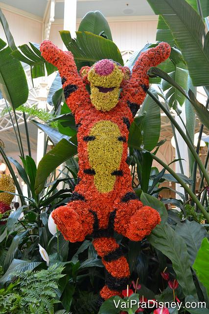 Foto da montagem de plantas nos formatos dos personagens (Tigrão)