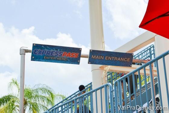 O express pass aqui não é tão caro e pode ser um ótimo quebra galho para reduzir seu tempo nas longas filas.