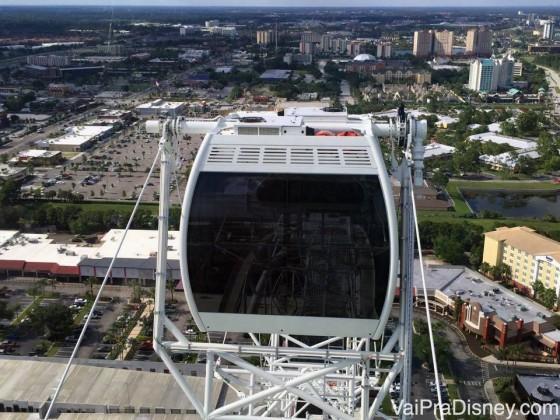 Subiiiindo! E mais um pouco da vista. Foto tirada de uma cápsula da The Wheel enquanto sobe, mostrando a cápsula ao lado e a vista da cidade