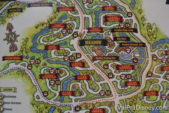Foto do mapa do Fort Wilderness indicando os restaurantes e as linhas de ônibus