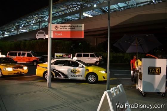 Taxis na saída da Universal. Eles estão por toda a parte e é fácil de encontra-los.