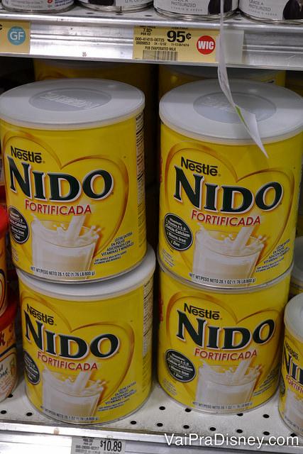 Foto do leite Ninho nos EUA, que se  chama Nido, na prateleira do supermercado