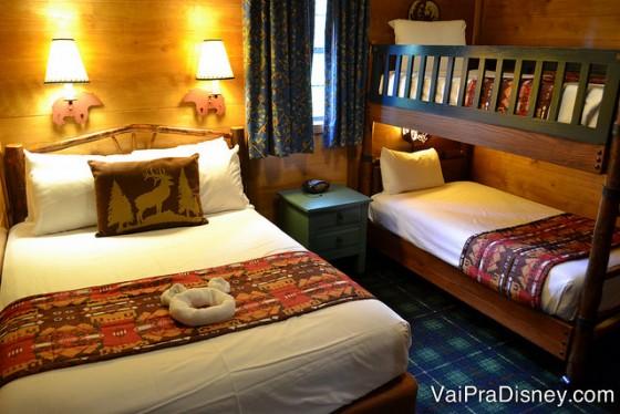 O quarto do Fort Wilderness, que tem uma cama de casal e uma beliche