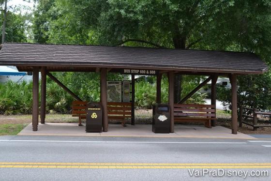Foto do ponto de ônibus do Fort Wilderness