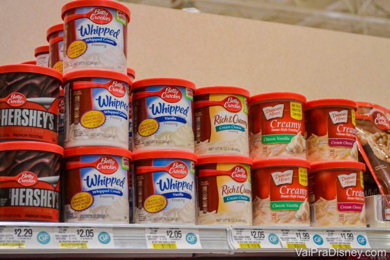 Opções de ingredientes para sobremesas na prateleira do Publix