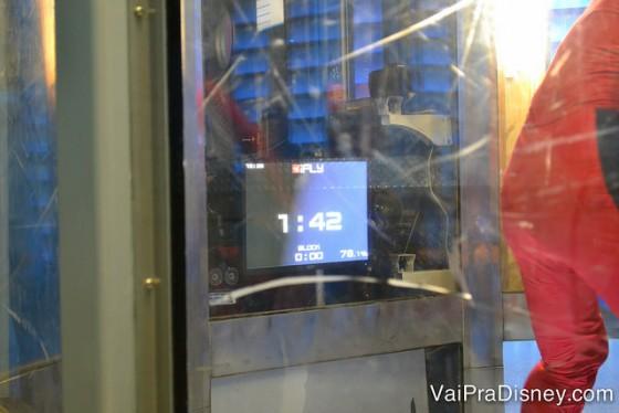 Foto mostrando que enquanto você está dentro do tubo, fica vendo na tela quanto tempo ainda tem de vôo.