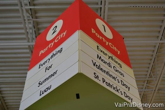 A Party City é um supermercado mesmo, veja uma placa que mostra o que você encontra em cada corredor