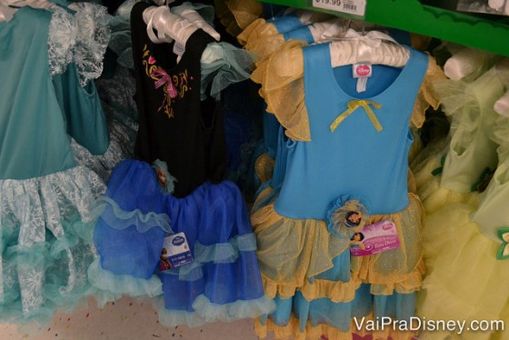 Fantasia das princesas, incluindo as mais populares como as das princesas do Frozen na Party City