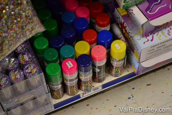 Serpentinas em spray. Várias cores, formas e tamanhos
