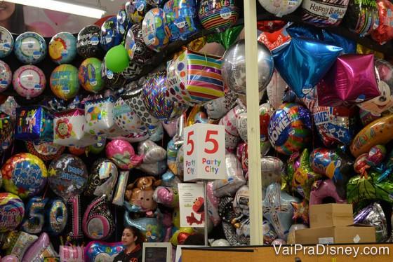 Balões já cheios para sair da loja e comemorar no hotel