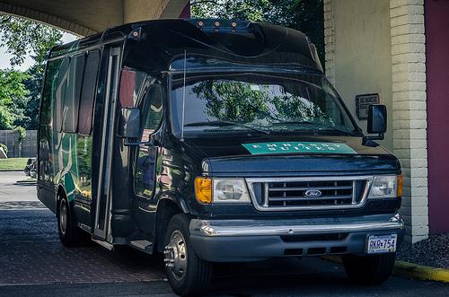 Vans fazer o transporte particular de muitos grupos e famílias que vão a Orlando sem carro. Da porta do hotel a porta do parque.