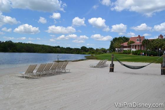 Praia artificial do Caribbean Beach. Ótima para relaxar!