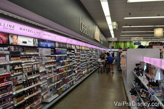 Área de cosméticos maravilhosa do Walgreens.