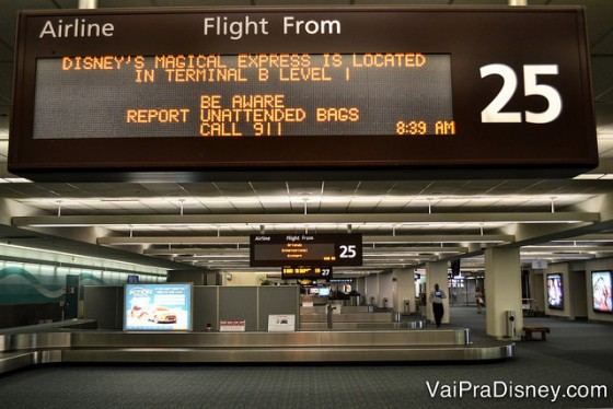 Muita gente acha que chegando no aeroporto, é só pegar o carro e ir embora. A imigração, o aluguel de carro ou contratação de transporte e esperar sua bagagem pode tomar tempo. Não planeje sair correndo do aeroporto porque pode frustrar os seus primeiros planos.