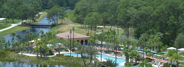Piscinas do Four Seasons Orlando Resort. Como não amar o clima de um lugar que te dá essa vista linda do quarto?