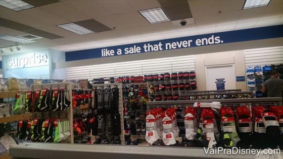 As lojas são bem grandes e com diversos produtos. Se quiser achar as melhores promoções, vá com determinação e disposição.