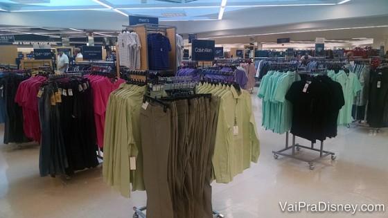 Se quiser ver os melhores descontos enquanto a loja ainda está mais organizada é bom chegar cedo!