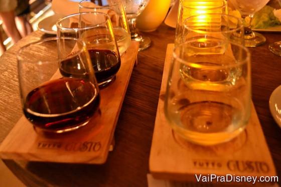 Degustação de vinhos italianos no Tutto Gusto Wine Cellar, no pavilhão da Itália do Epcot